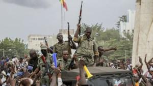 Kolonel Assimi Goita roept zich uit tot leider van de junta in Mali, VN-Veiligheidsraad vraagt vrijlating van president