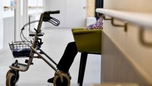 """Corona doodt ook indirect: """"Oversterfte woonzorgcentra ook door eenzaamheid"""""""