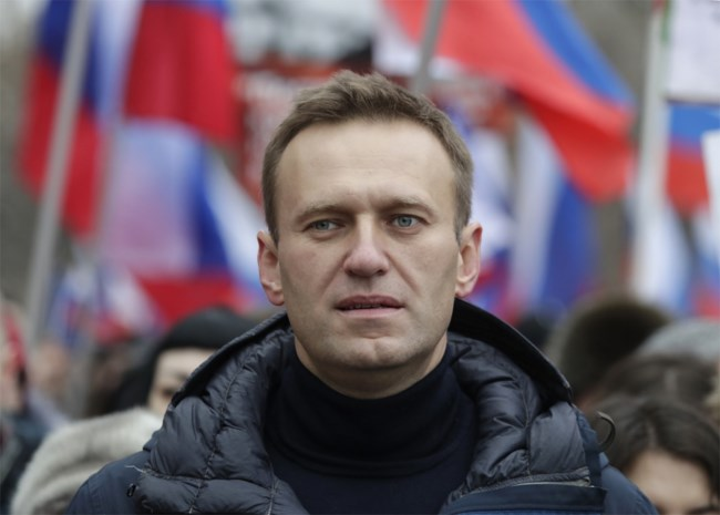 Na tasje thee zakte hij plots ineen: Navalny, de grootste criticaster van Poetin, ligt in coma