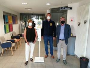 Lions Club Tessenderlo schenkt desinfectiezuil aan WZC Heuvelheem