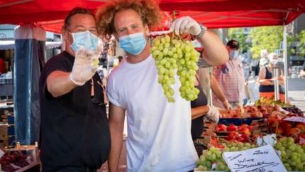 """Dit is het grootste lawaai op de markt in Genk: """"Tuurlijk werkt dat roepen, daarvoor komen mensen toch naar de markt?"""""""