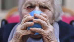 """Moeder (83) van Zonhovense Tania zit al maanden alleen: """"Ze herkent enkel nog mij en m'n twee zussen"""""""