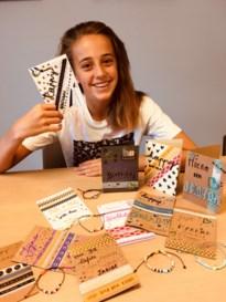 Tess (12) maakt kaartjes voor katjes