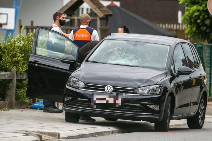 Fietsertje (10) lichtgewond na aanrijding met auto in Alken
