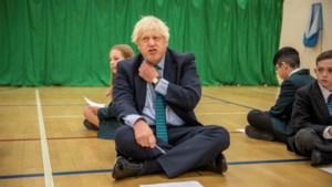 Britse premier Boris Johnson neemt personal trainer onder arm om af te vallen