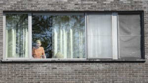Overheid onderzoekt te strenge bezoekregels in rusthuizen
