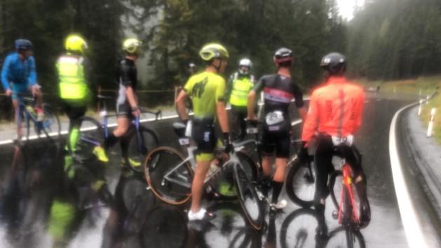 Eerste grote internationale triatlon na corona noodgedwongen stopgezet… door onweer