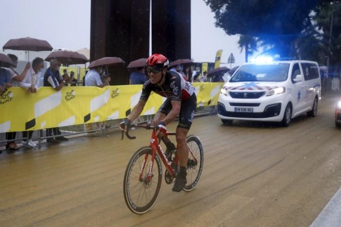 Philippe Gilbert heeft gebroken knieschijf en verlaat Tour de France na val in openingsrit