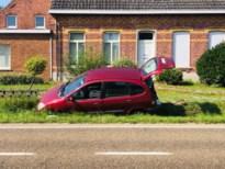Auto in gracht net over grens met Kwaadmechelen