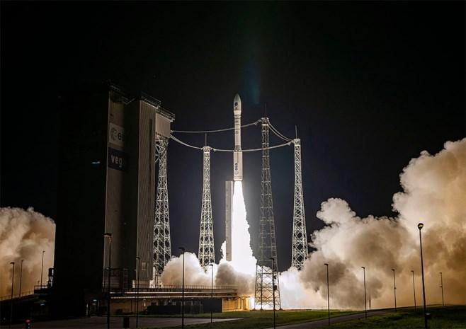 Vega-raket brengt Belgische satellieten in baan rond aarde