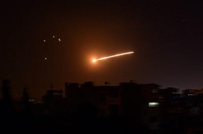 """Israël bombardeert Syrië, """"luchtafweer haalde meeste raketten uit de lucht"""""""