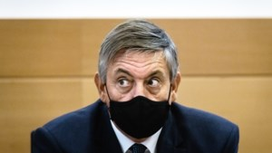 Vlaams minister-president Jan Jambon (N-VA) wijst uitgestoken hand van CD&V-voorzitter niet af