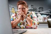 De huisvrouw uit Zoutleeuw die 10 uur per dag bezig is met een Amerikaanse complottheorie