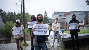 25-tal studenten roept om gerechtigheid voor Sanda Dia aan Hasselts gerechtsgebouw