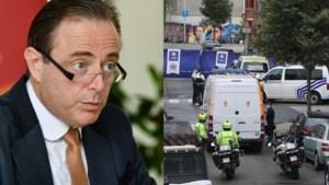 Bart De Wever grendelt met Operatie Nachtwacht Antwerpse wijken af