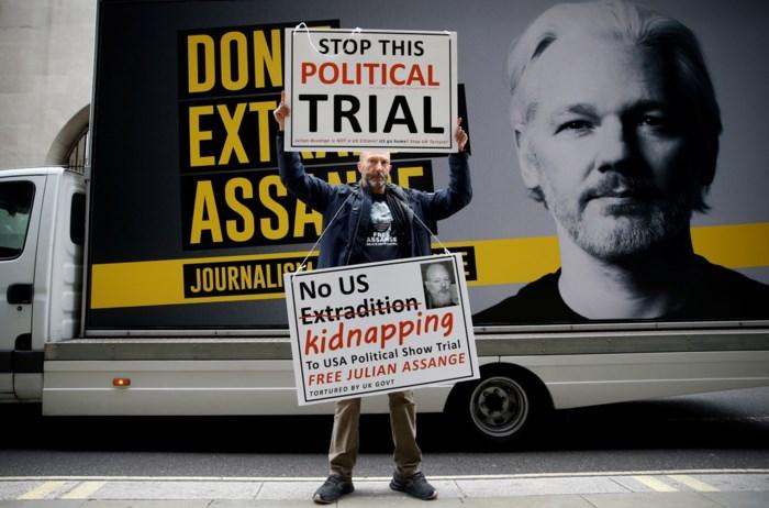 25.000 handtekeningen voor Julian Assange afgeleverd aan Amerikaanse ambassade