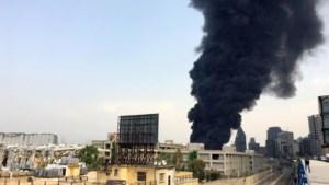 Na dodelijke explosie vorige maand, treft nu grote brand de haven van Beiroet