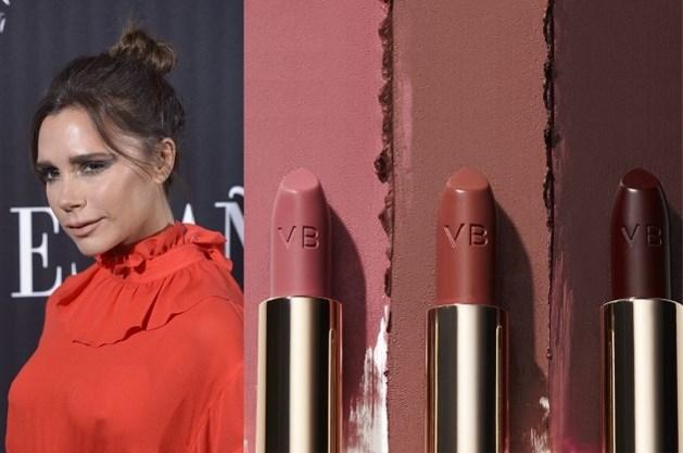 Victoria Beckham keert terug naar haar roots met Posh-lippenstift