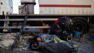 """Griekse regering dreigt migranten op Lesbos af: """"Enkel wie naar nieuw kamp gaat, krijgt asielprocedure"""""""