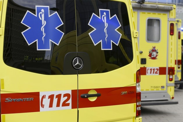 Fietsster (67) gewond na botsing tegen portier