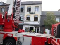 Café uitgebrand tegenover station van Leopoldsburg, straat afgesloten