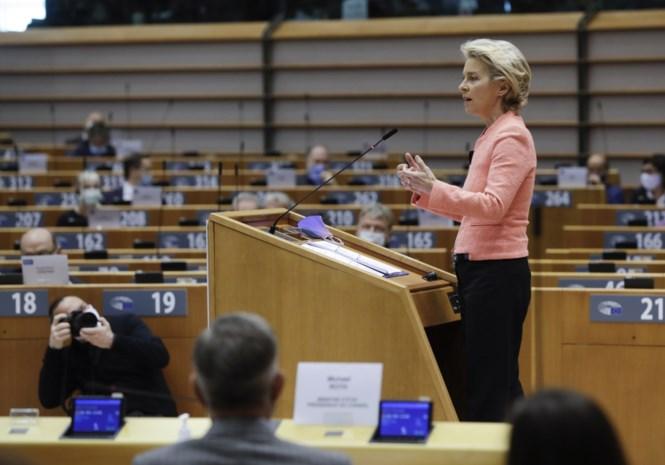 "Ursula von der Leyen: CO2-uitstoot ""minstens 55 procent omlaag"" en pleidooi voor ""Europese gezondheidsunie"""