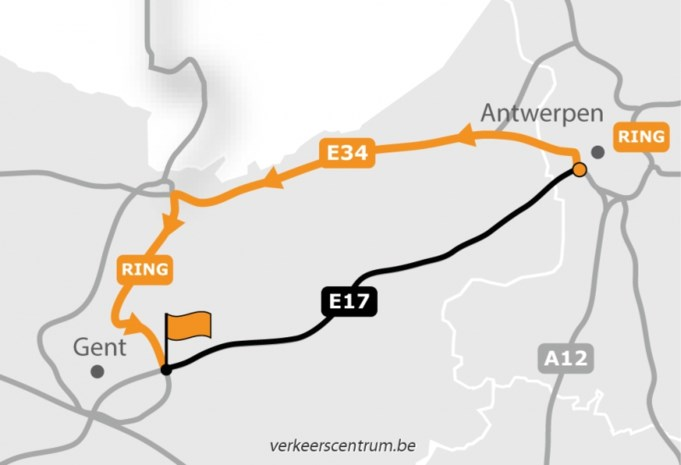 E17 richting Gent ter hoogte van Beervelde volledig afgesloten na een ernstig ongeval met twee vrachtwagens en een auto