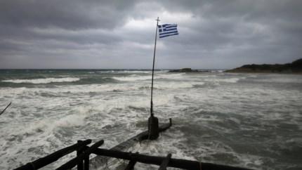 'Medicane' Ianos teistert Griekenland, ruwe zee laat boten zinken