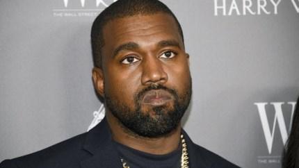 """Presidentskandidaat Kanye West urineert op Grammy en vliegt van Twitter: """"De muziekindustrie is een modern slavenschip"""""""