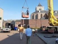 Scheefhangend kruis van kerktoren gehaald