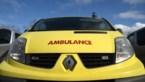 Motorfietser en auto botsen, Genkenaar (34) gewond
