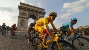 Groene Sam Bennett wint koninklijke sprint op de Champs-Elysées