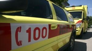 Fietsster (72) uit Genk lichtgewond na botsing met auto in Hasselt