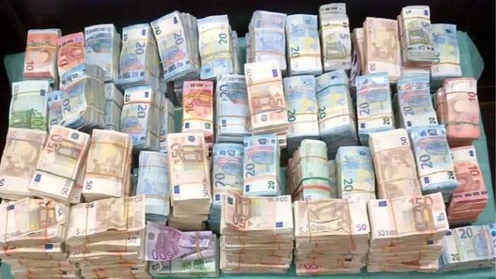 Banken in binnen- en buitenland helpen miljarden verdacht geld wit te wassen