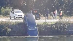 Auto rolt in Zuid-Willemsvaart nadat bestuurder handrem vergeet<BR />