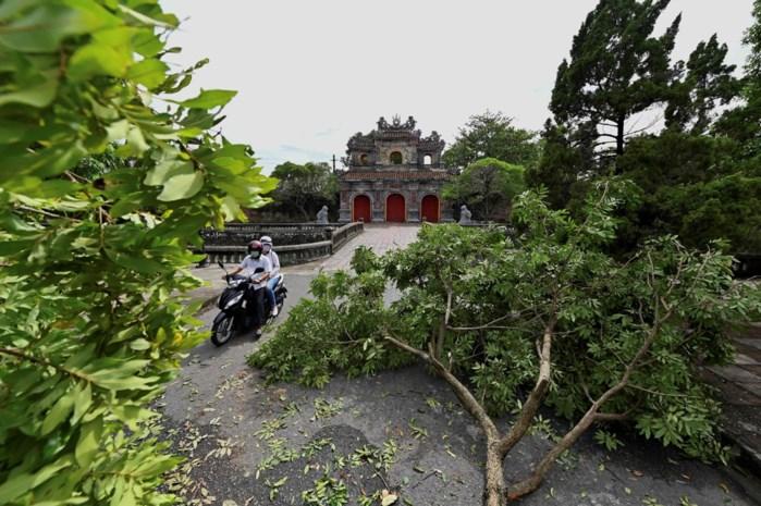 Zes doden en meer dan honderd gewonden nadat storm kustlijn van Vietnam bereikt