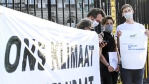 Anuna De Wever en andere militanten aangehouden na klimaatactie aan Paleis