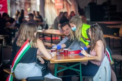Leden van studentenclub uit feesttent aan Fitlink gezet en rest van de week niet welkom