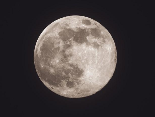 Nasa maakt plannen bekend: tegen 2024 vrouw op de maan