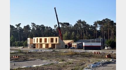 """Roompot-vakantiepark Eksel volop in aanbouw: """"Aan dit tempo zijn we in zomer klaar"""""""