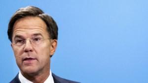 """Nederlandse premier heeft opmerkelijk advies voor voetbalsupporters: """"Gewoon je bek houden"""""""