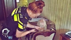 """Agenten trakteren eenzame vrouw (95) op frietjes en nieuw kapsel: """"Ze had haar bord zo leeg"""""""