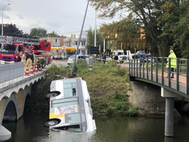 Lijnbus belandt in Brugse vaart, drie personen lichtgewond