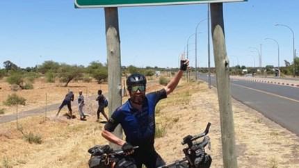 Duitser Jonas Deichmann wil Ironman rond de wereld doen