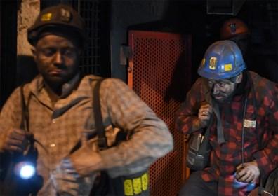 Polen sluit tegen 2049 alle kolenmijnen ondanks afhankelijkheid van de vervuilende energie