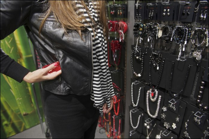 Verzorgingsproducten gestolen in Truiense winkel