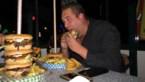 """Danny eet vijf hamburgers met friet in minder dan half uur: """"Het concept is alles of niks"""""""