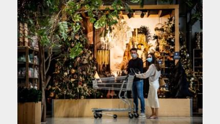 Van saliegroen tot zeemeerminnenthema: kerstdecoratie ligt in de winkels