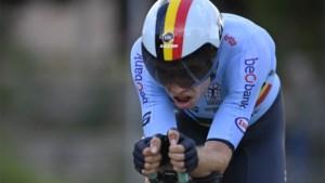 Beresterke Wout van Aert knalt naar zilver op WK tijdrijden, Filippo Ganna pakt de wereldtitel