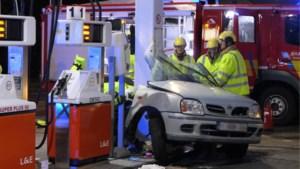 Wagen rijdt in op tankstation in Ham: bestuurder  zwaargewond, buurt opgeschrikt door klap